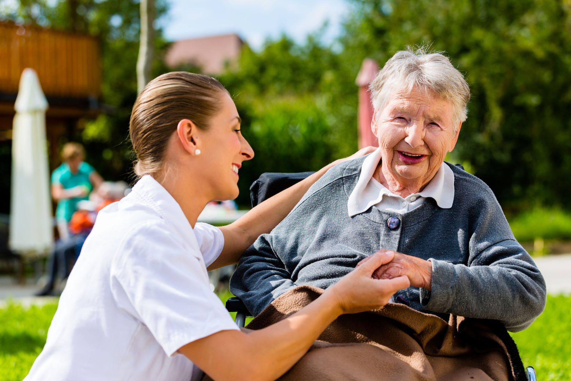 Сиделка с проживанием уход за инвалидом дом престарелых александровский